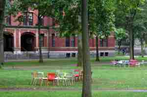 chaise luxembourg campus harvard