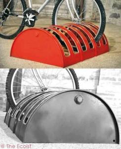 porte vélo avec un vieux fût