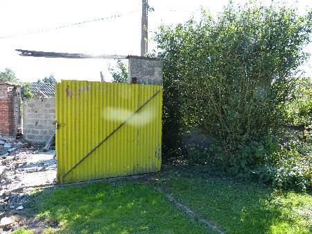 fond du jardin abri ou garage