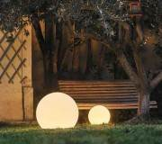 boules lumineuses, comment éclairer son jardin
