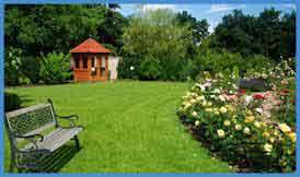 jardin avec kiosque au fond